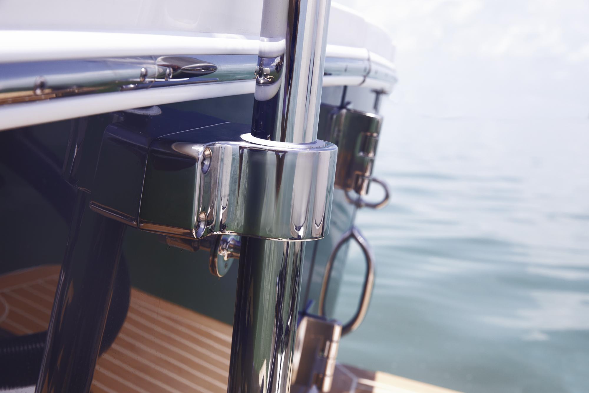 Regulator 25   Regulator Marine Boats